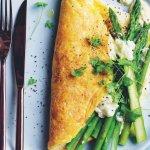 Een ode aan groenten: Luchtige omelet met asperges & feta