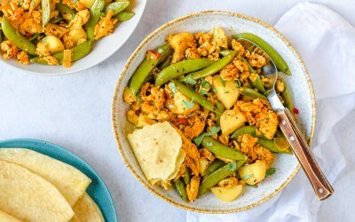 Surinaamse roti met vegetarische kipstukjes en sugarsnaps